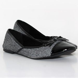 Avon Cushion Walk Black Herringbone Flats Sz. 9